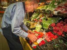 Toezichthouder kijkt naar loonsverhoging bij supermarkten
