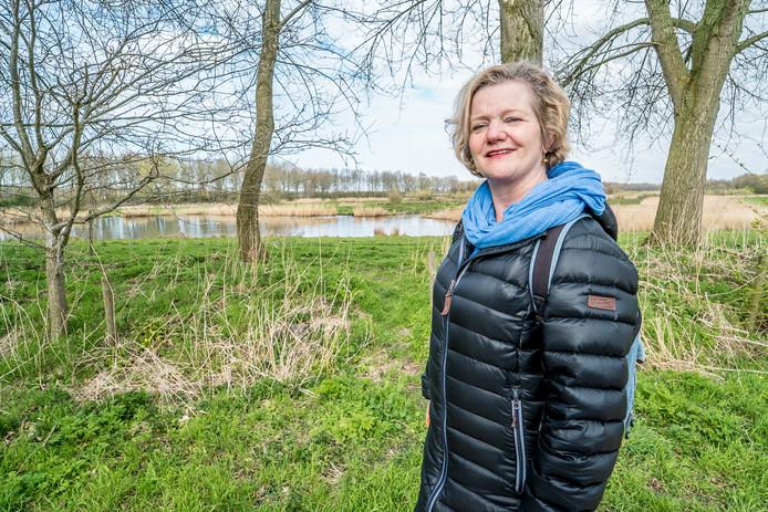 Wandelcoach Elmie Zandbergen loopt met haar cliënten het liefst in de natuur.