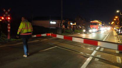 Treinverkeer tussen Schellebelle en Aalst even onderbroken nadat vrachtwagen in Lede tegen slagboom rijdt