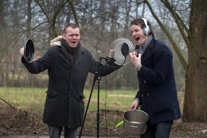 Stadsdichter Bas Nijhof (l) en kunstenaar Martin-Jan van Santen zijn de drijvende krachten achter het Internationale Hoorspelen Festival
