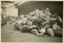 Foto 3: Stapel bagage bij het station Vught, 23 mei 1943.
