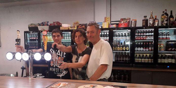 Nancy Smet opent op 1 september samen met haar man Eric De Wachter en zoon Remco de cafetaria van de Bouwelse Sporthal.