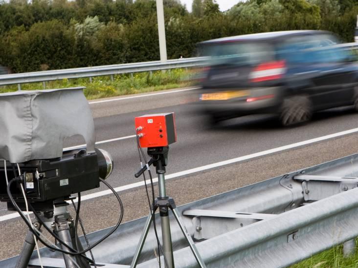 Mercedes rijdt snoeihard over N2 in Waalre, bestuurder was rijbewijs al kwijt