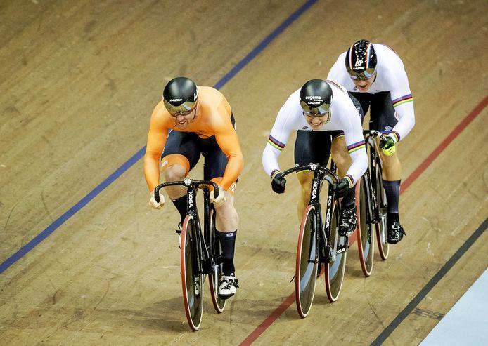 Jeffrey Hoogland, Harrie Lavreysen en Roy van den Berg tijdens het EK in Glasgow.