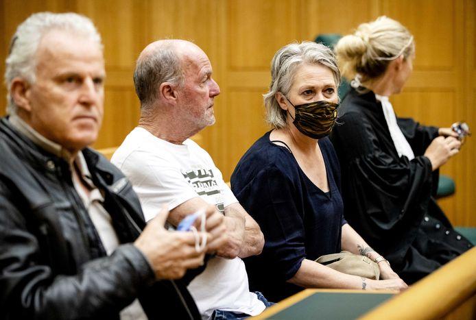 (VLNR) Peter R. de Vries, Peter Verstappen, Berthie Verstappen en advocaat Wendy van Egmond in het Gerechtshof 's-Hertogenbosch voorafgaand aan de pro-formazitting in het hoger beroep van Jos B. Jos B.