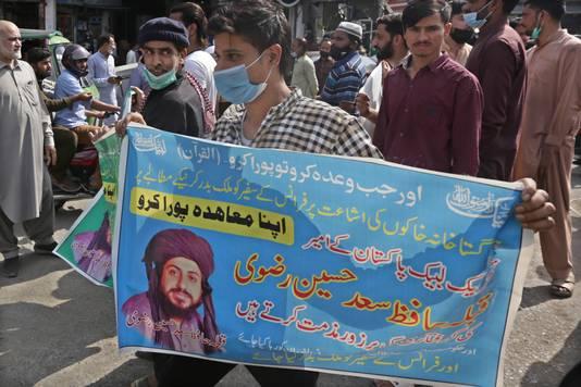 Les partisans du mouvement politique Tehreek-e-Labbaik Pakistan (TLP) demandent la libération de leur chef de file Saad Rizvi (Lahore, Pakistan, 14 avril)