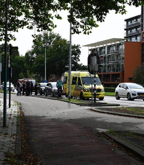 Gewonde bij ongeluk met twee auto's op singel in Almelo