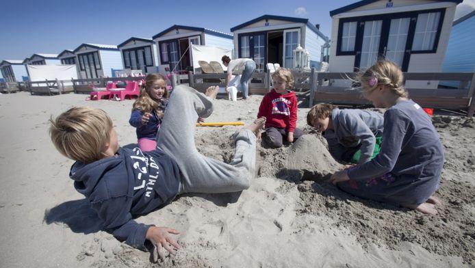 De strandhuisjes op het Hoekse strand maken een 'gepropte en onnatuurlijke indruk' op de Westlanders