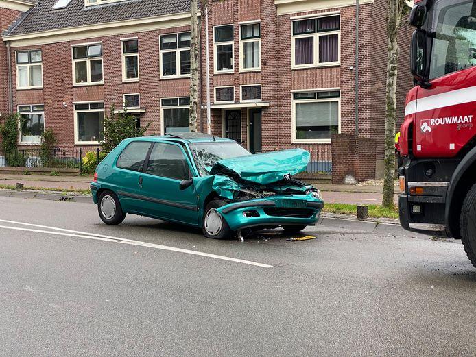 De auto van het slachtoffer zat na de klap flink in de prak.