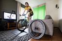 Tom Dumoulin reed de virtuele Amstel Gold Race in een vakantiehuisje op de Cauberg.