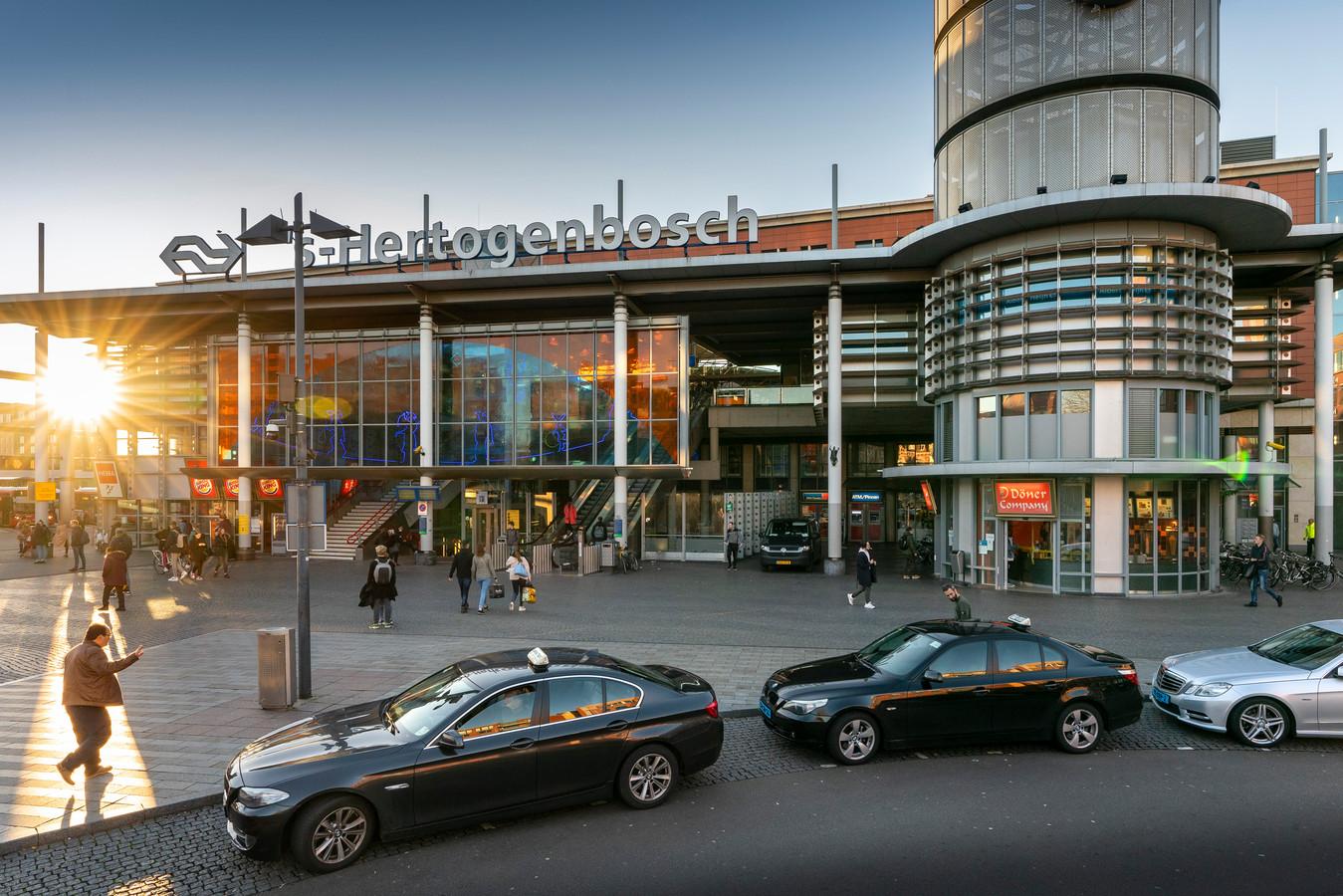 Bij het station in Den Bosch start donderdagmiddag om 14.00 uur een 'begeleide manifestatie' die daar om 16.00 uur zou moeten eindigen.