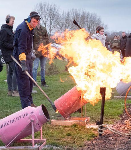 Carbidschieten wordt het nieuwe vuurwerk deze jaarwisseling: 'Wekelijks verkopen we 50 kilo'