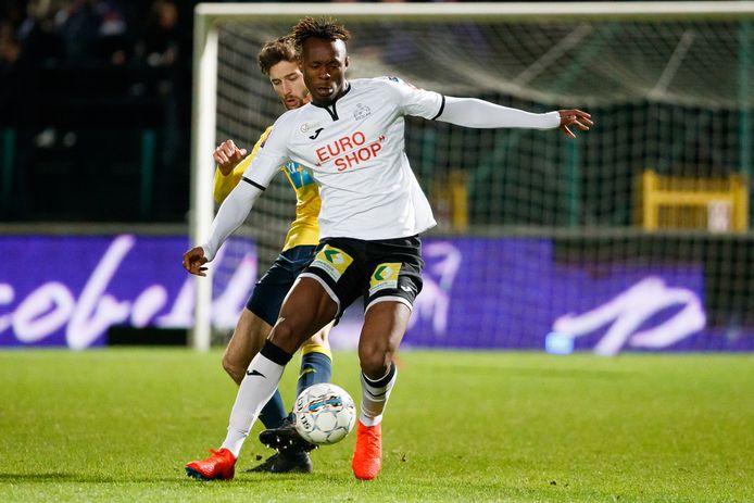 Ibrahim Kargbo Junior in het shirt van Roeselare. Hij maakt een een opvallende transfer naar de Oekraïense topclub Dinamo Kiev.