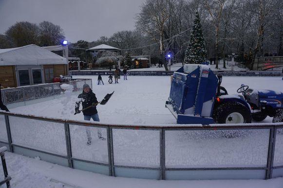 Een beeld van de schaatspiste in het Leopoldpark.