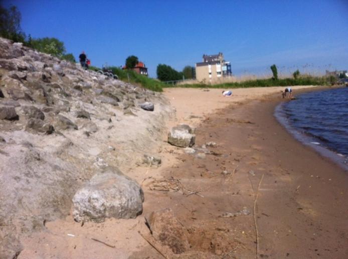 De basaltblokken werden binnen een dag weer vast gemetseld.