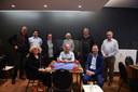 Schepen Denise Vandevoort (sp.a), Johan Geleyns (CD&V) en Dirk Vansina (CD&V) maakten kennis met bridge bij BC Pieterman.