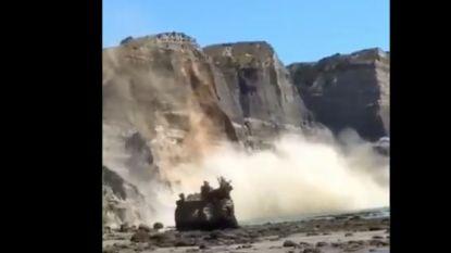 Rots breekt af en stort in zee in Nieuw-Zeeland: twee gewonden