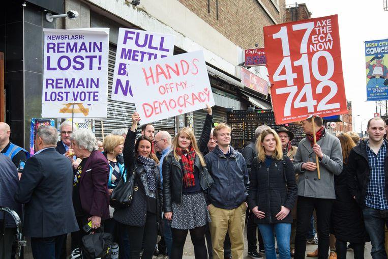 Voorstanders van de brexit protesteren in Londen tégen het nieuwe referendum van de stem van het volk.