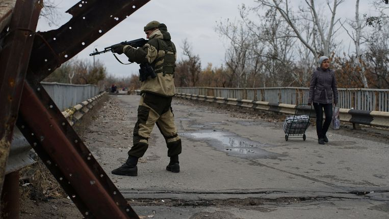Een Ruslandgezinde rebel in de buurt van Loehansk. Beeld AP