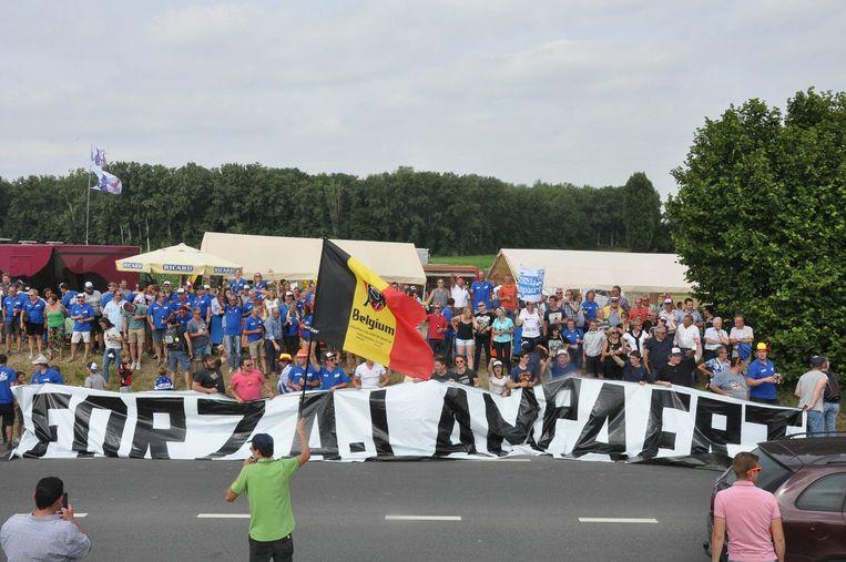 Zo zag 'Forza Lampaertland' er vorig jaar in Binche uit. Dit jaar wil de supportersclub het opnieuw opbouwen langs het parcours van het BK in Gent.