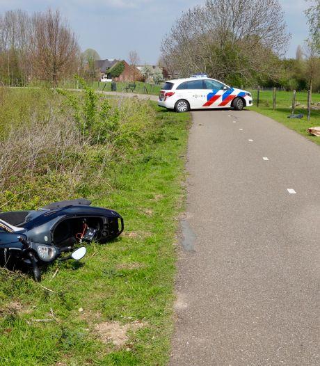 Voetganger (83) zwaargewond door aanrijding met motorscooter: roekeloze bestuurder was op de vlucht voor politie