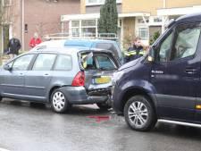 Twee personen gewond bij kop-staartbotsing in Rijssen