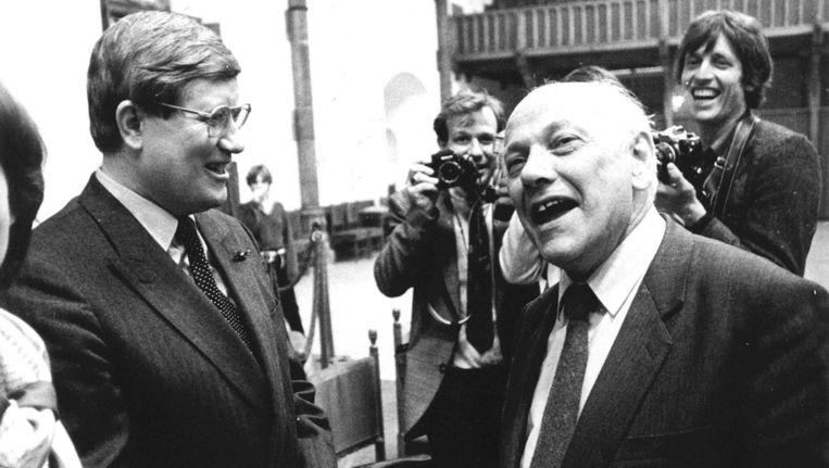 Hans Wiegel in gesprek met zijn eeuwige opponent, Joop den Uyl. Beeld