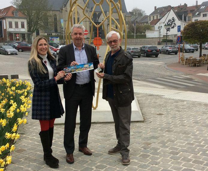 Burgemeester Jan Spooren (N-VA) koopt de eerste sticker