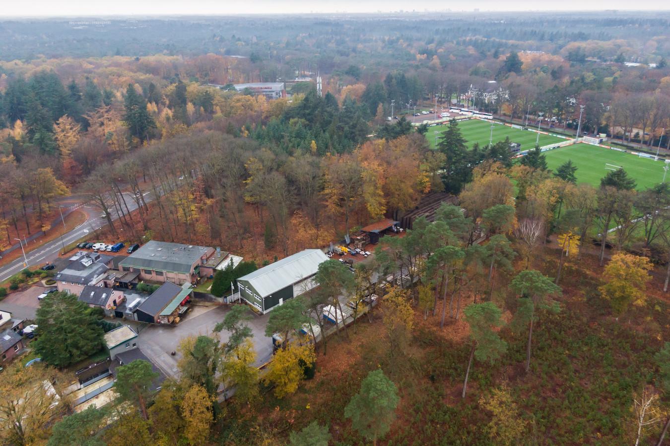 Behalve bij de KNVB Campus (bovenin de foto) heeft de voetbalbond velden aan de andere kant van de Woudenbergseweg. De wens is om er daar drie of vier bij te leggen.