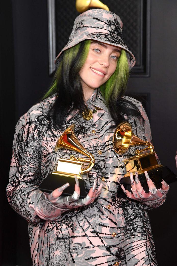Billie Eilish met haar Grammy's.