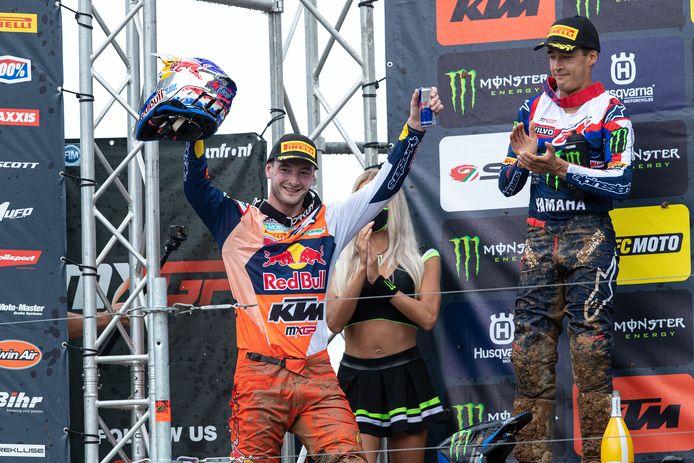 Winnaar Jeffrey Herlings (links) en Glenn Coldenhoff op het podium tijdens de MXGP van Italië in Maggiora. De twee Brabanders zouden zondag in Oss ook zomaar op het podium kunnen staan.