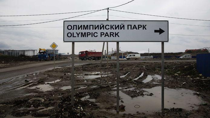 Een wegwijzer naar het Olympisch park van Sotsji.