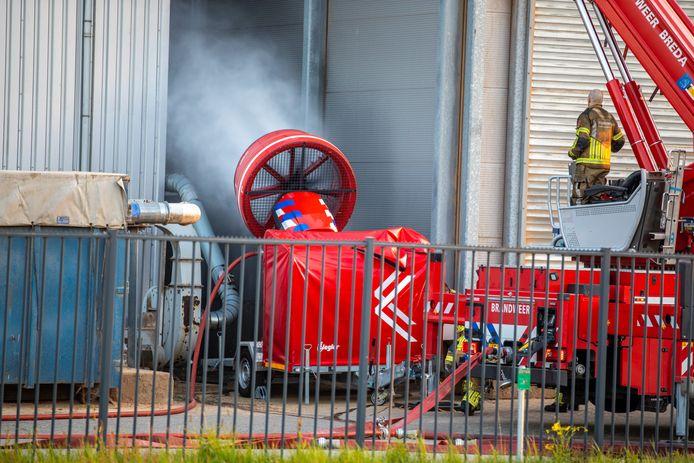 De brandweer sloeg zondagavond groot alarm voor een brand bij Labee Group op industrieterrein Moerdijk.