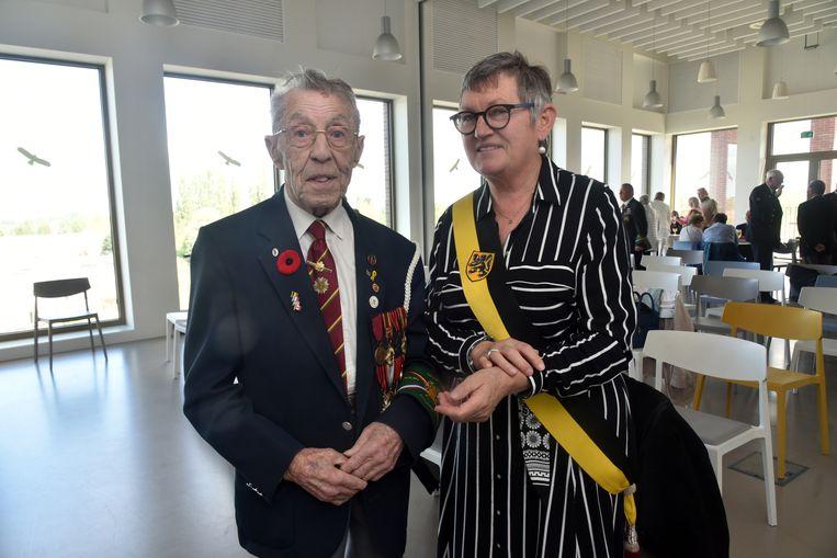 Michel Coppens (93) is de laatste oud-strijder in leven in Wetteren en werd in de bloemen gezet tijdens de uitreiking van de medailles van de Imosphinx Academy.