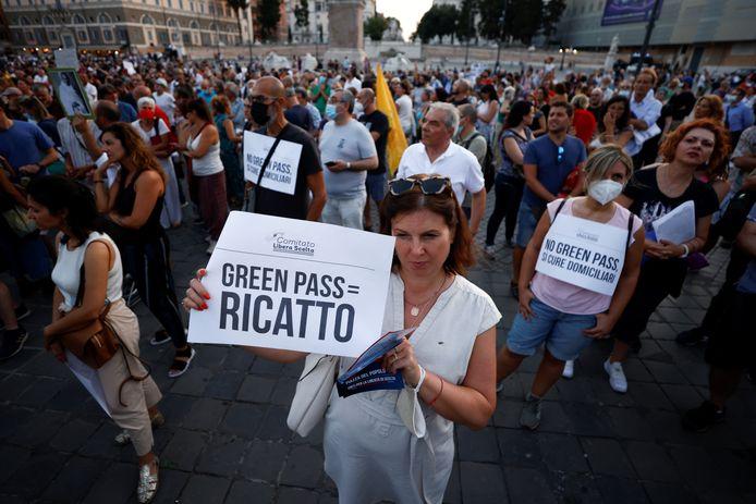 Manifestation à Rome contre le green pass, le 28 juillet 2021.