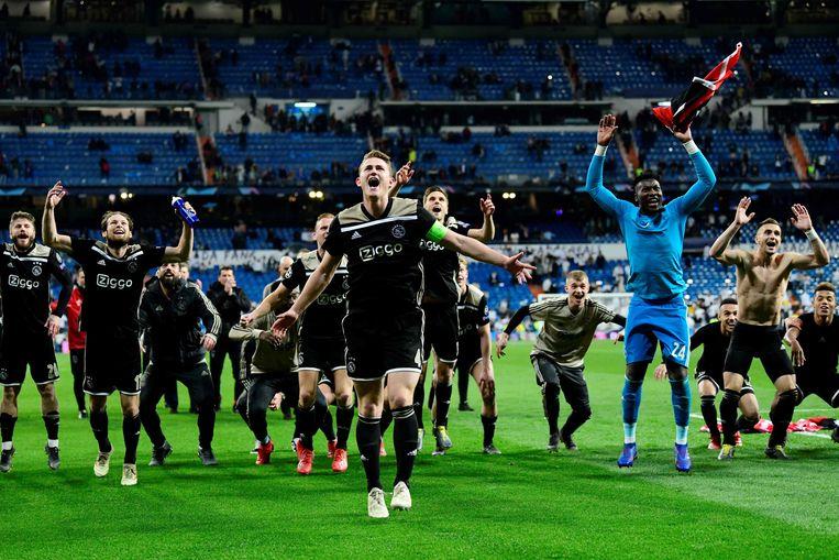Ajax viert de historische zege op Real Madrid.  Beeld AFP