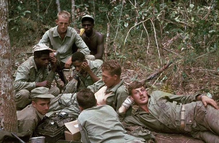 Scène uit Andere Tijden, seizoen 23: Nederlandse militairen in Nieuw-Guinea. Beeld NTR