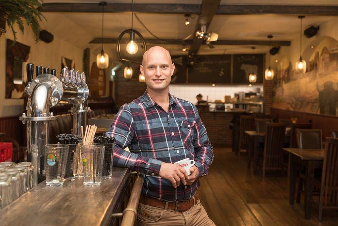 """Eigenaar Nick Meerdink van Steakhouse grand Café 't Genot: ,,Door de bezorging komt er tenminste nog iets binnen. Ook deze lockdown gaan we overleven."""""""