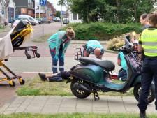 Scooterrijder wijkt uit voor auto en raakt gewond