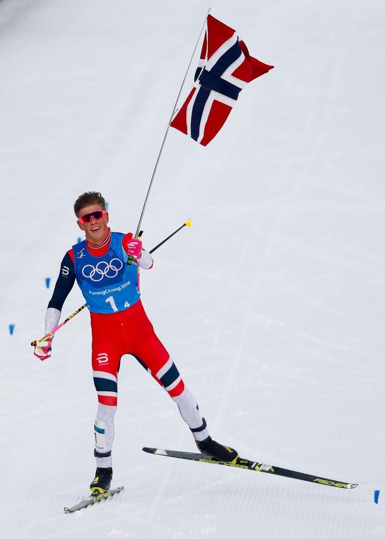 Johannes Klaebo viert de gouden race van het Noorse estafetteteam op de 4x10km. Beeld null