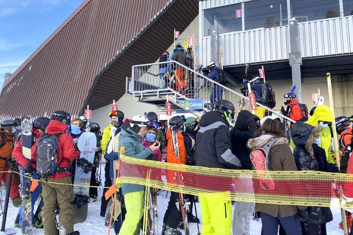 Drukte bij de skiliften in het Zwitserse Verbier.