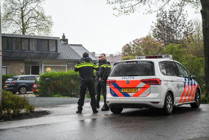 Meerdere gewapende mannen overvielen in de nacht van zondag op maandag bewoners van een woning aan de Boezemlaan.