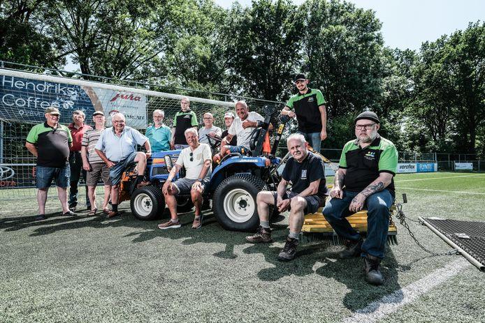 JV 17062021§ Zevenaar Nl / Vrijwilligersgroep Hengelder op kunstgras / Foto :Jan Ruland van den Brink