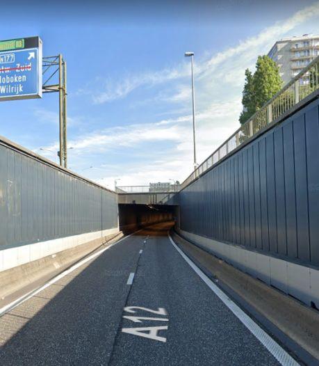 Bevrijdingstunnel richting Antwerpen deels afgesloten door ongeval tussen twee vrachtwagens