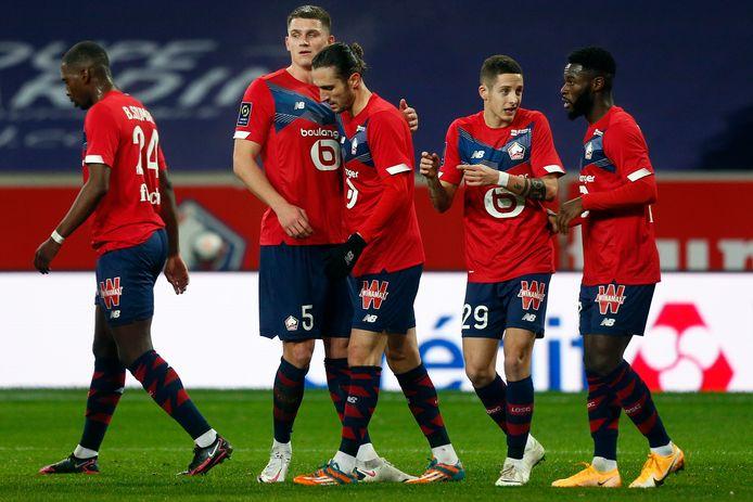 Sven Botman feliciteert zijn Turkse teamgenoot Yusuf Yazici na een goal.
