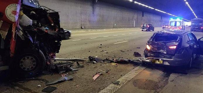 Verschillende voertuigen geraakten zwaar beschadigd.