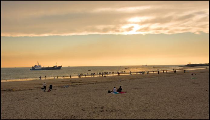 nazomeren op het strand