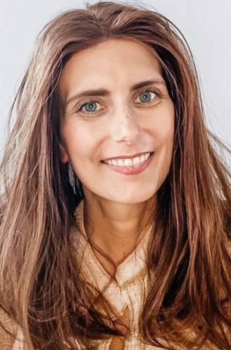 """COLUMN. Moederdag door de ogen van Lara Switten (35) die strijdt tegen kanker. """"Zelf eten op tafel zetten, doet me meer mama voelen"""""""