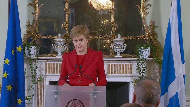 De Schotse premier Nicola Sturgeon maakte vandaag bekend dat het land zich voorbereidt op een nieuw referendum. Beeld REUTERS