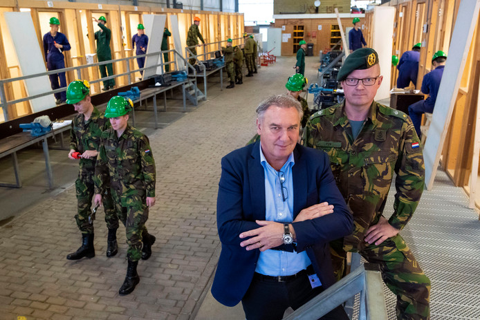 Stan Schoenmakers is projectleider van de BBL Genie Zuid, Jan Willem Pen de pelotonscommandant.